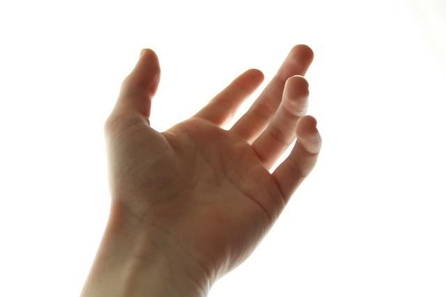 右手の柔らかい指