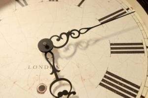 時計の針のアップ