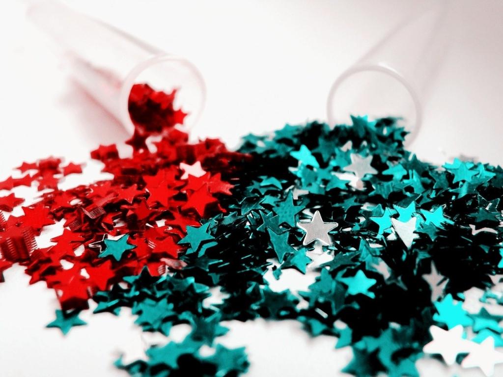 赤とグリーンのキラキラした「星」のスパンコール