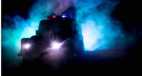 闇の中のパトカー