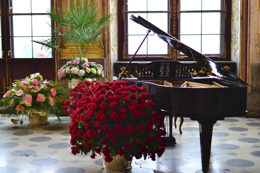 豪華なピアノのある風景