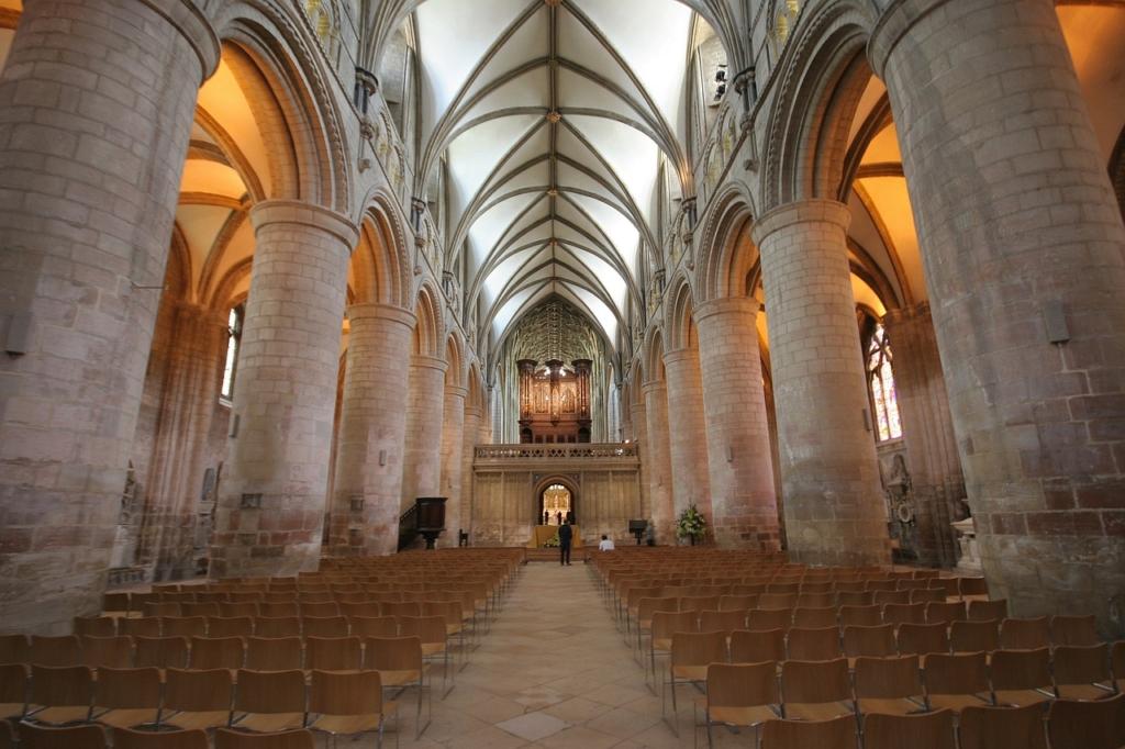 古い石畳の教会