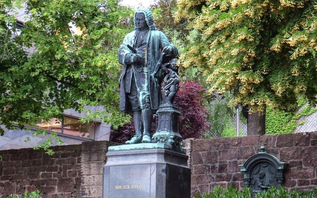 バッハの銅像